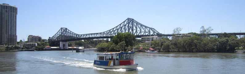One of many bridges on Brisbane River, in The River City - YML v/Henny Jensen